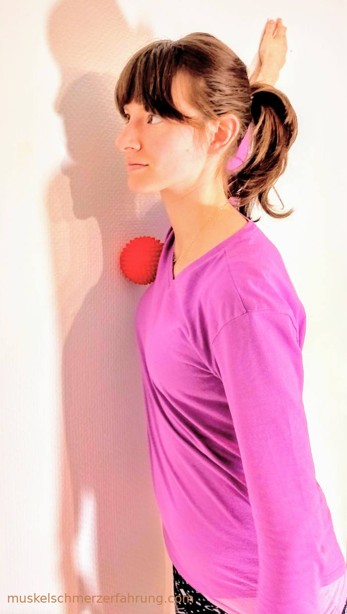 Brustgürtel öffnen mit Igelball ~ muskelschmerzerfahrung.com