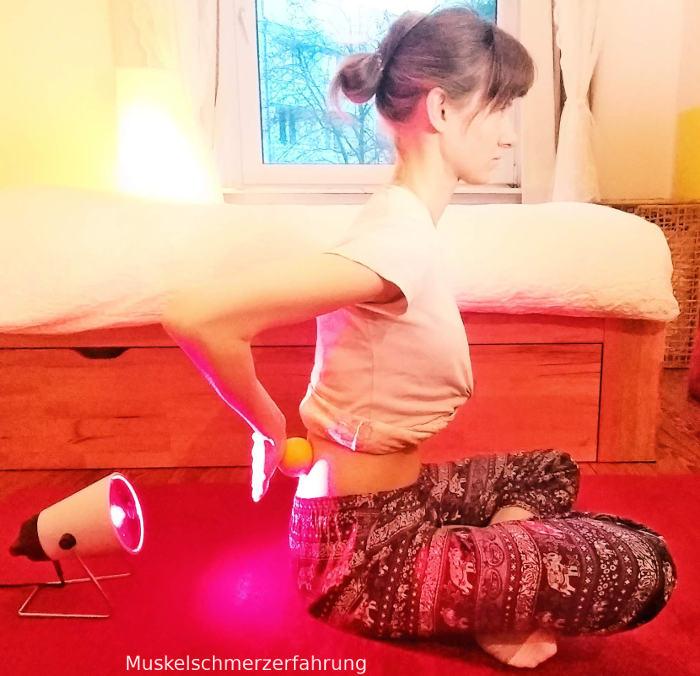 Massageball und Rotlichtlampe