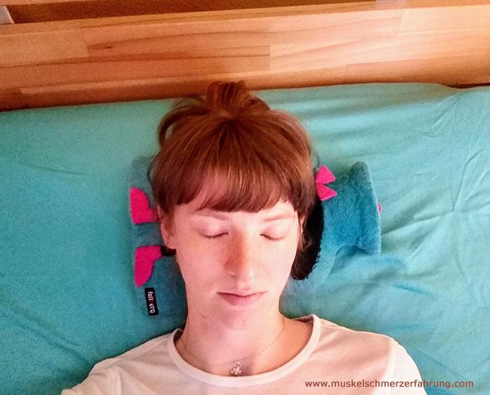 Wärmflasche als Kissen - Super hilfreiche Dinge bei Nackenverspannungen