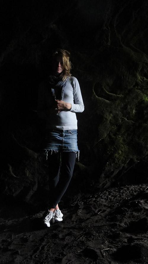 Moosbewachsene Felshöhle